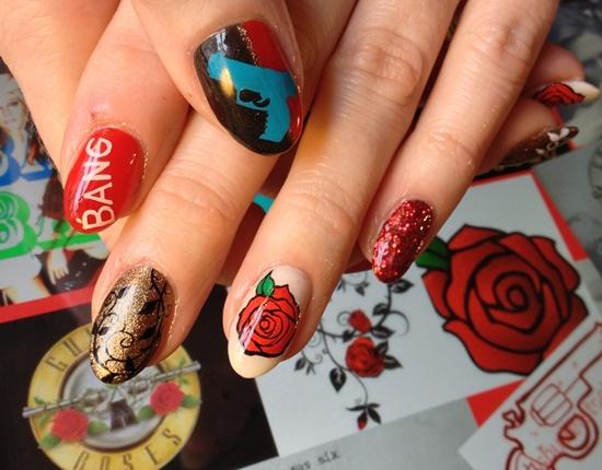 uñas decoradas con flores grandes