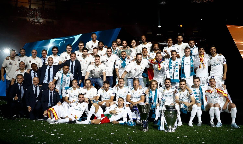 صور - فريقي القدم والسلة يحتفلوا باللقبين في البرنابيو