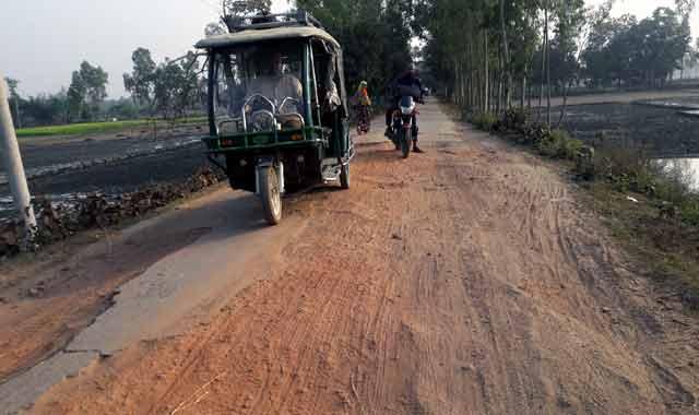মধুপুরের ৯ কিলোমিটার রাস্তায় পাঁচ সহস্রাধিক গর্ত