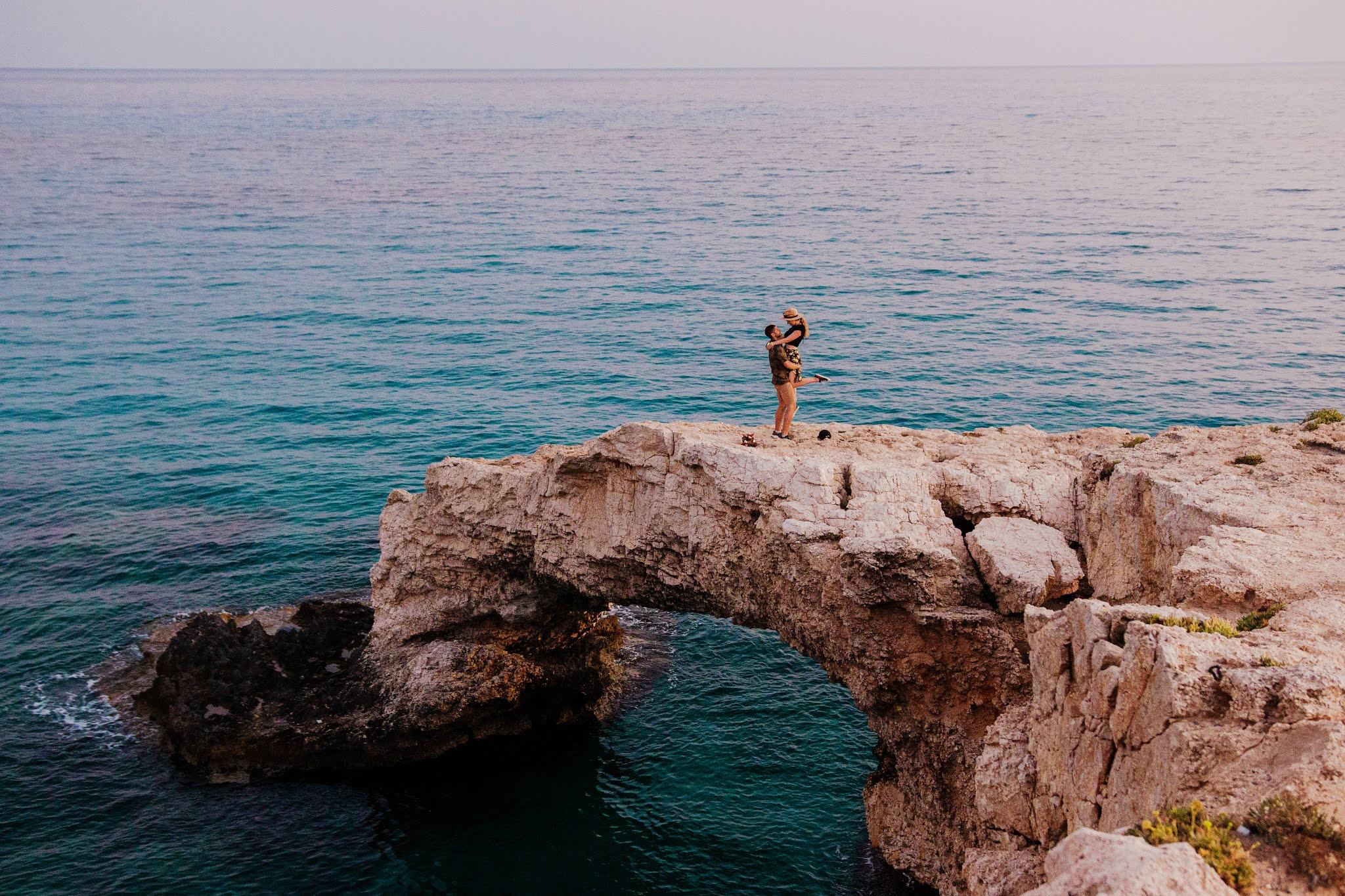 Most Miłości, klif na Cape Greco, Cypr