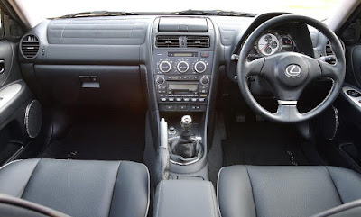 Lexus IS200 interior