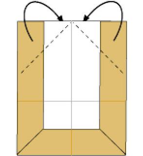 Bước 5: Gấp hai góc ra phía sau tờ giấy hướng suống dưới.