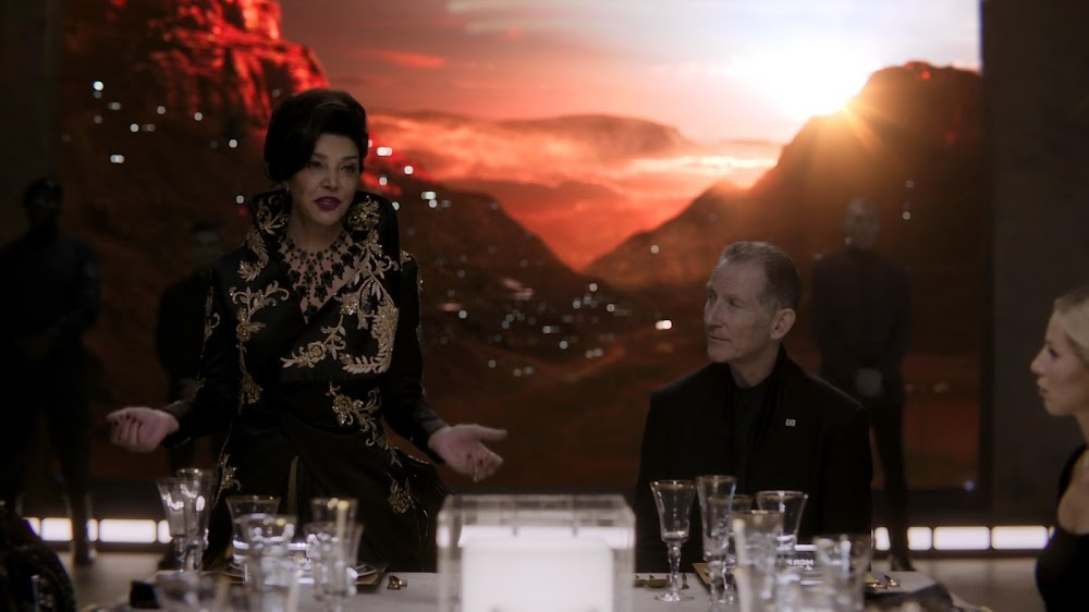 Earth's leader Avasarala attending diplomatic banquet on Mars in Season 4 of The Expanse