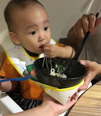tips memberi makan pertama pada bayi