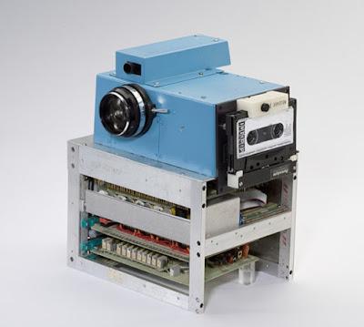 Prototipo creado por Steve Sasson para Eastman Kodak en 1975 de lo que se considera primera cámara digital.
