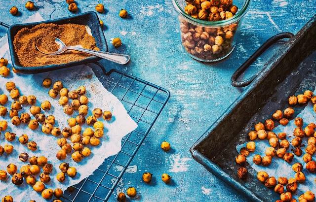 Healthy snack: roasted chickpeas-vegan