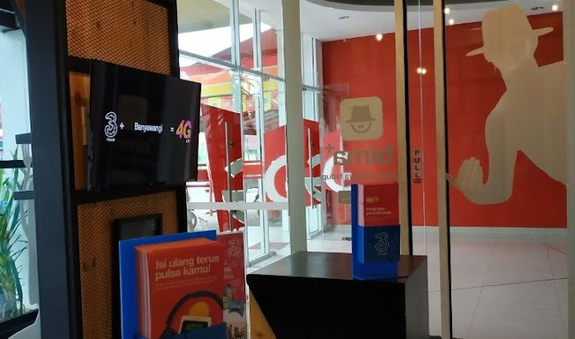 Gerai Tri 3 Store Di Padang Traveling Quotes