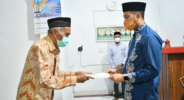 Diserahkan Bupati ASA, Bantuan Dana Hibah Masjid Al Mujahidin Capai Rp50 Juta