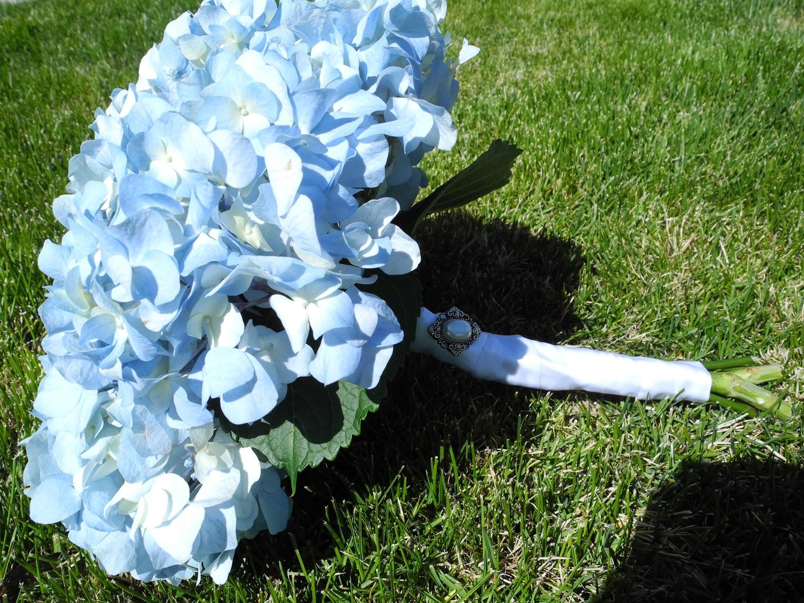 Stylish Wedding: Light Blue Hydrangea Bouquet |Light Blue Hydrangea Bouquet