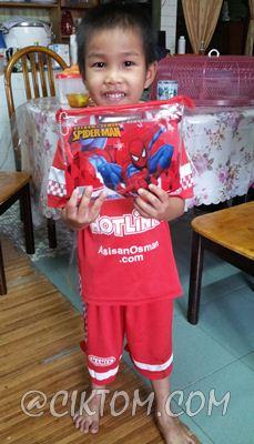 Azim happy dengan pencil case & alat tulis bernilai RM2