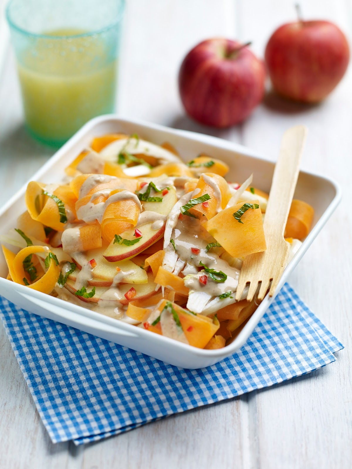 Crunchy Carrot And Apple Salad With Cashew Dressing
