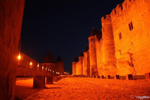 Le mura di Carcassonne ormai prive di turisti