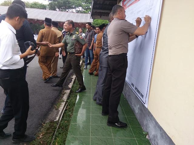 Polres Binjai Bersama FKPD Plus Kota Binjai Serta Toga Tomas Dan Unsur Lainnya Gelar Deklarasi Pemilu Damai