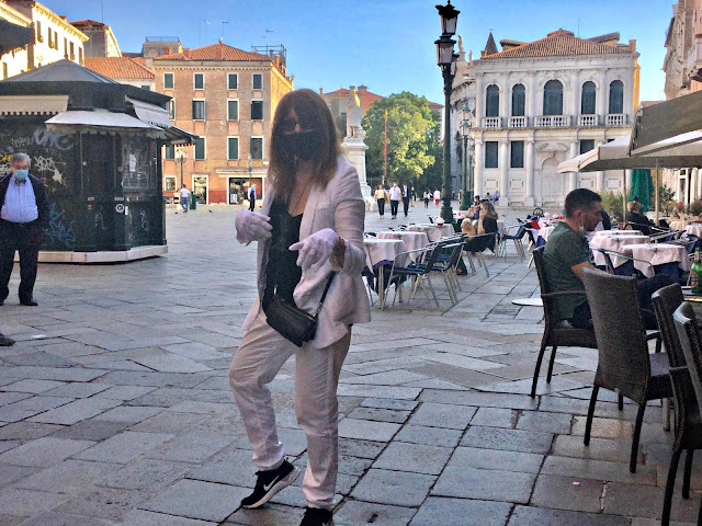 Cat Bauer in Campo Santo Stefano, Venice - Photo: Silvana Di Puorto