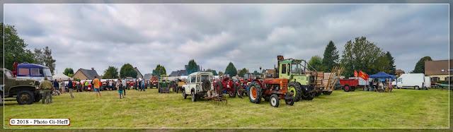 Rassemblement des Vieilles Machines, tracteurs, voitures, véhicules militaires.