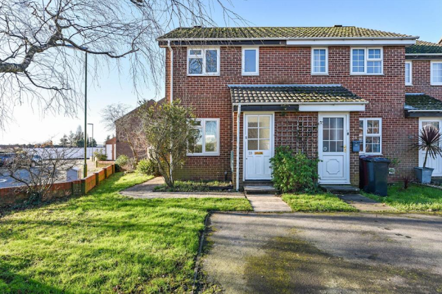 2 bed house, Caernarvon Road, Chichester