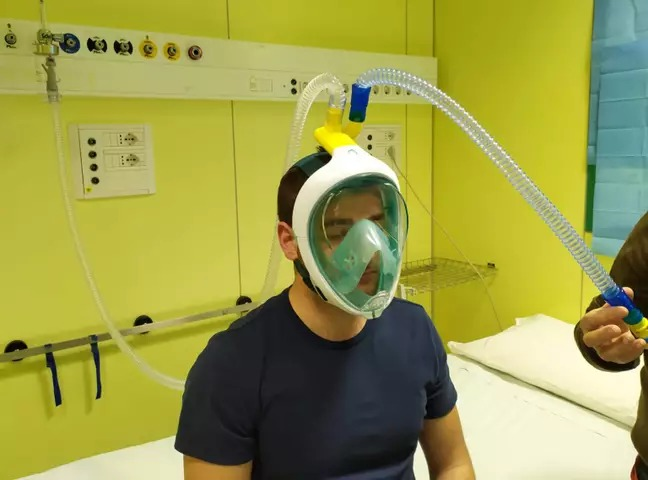 Ingenieros crean respiradores con máscaras de buceo por la escasez en hospitales