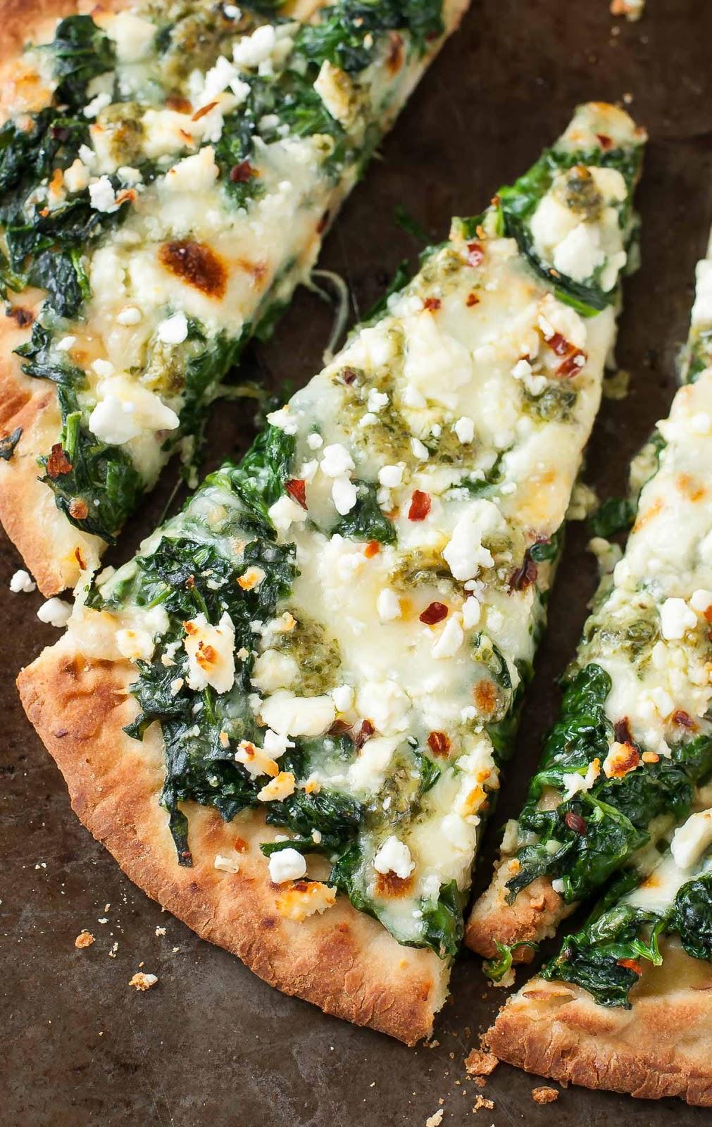 Three Cheese Pesto Spinach Flatbread Pizza #pizzarecipes