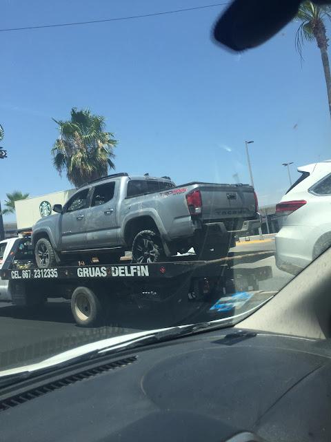 10 Camionetas no tan blindadas además de camión de redilas blindado de los que utiliza el CDS fueron encontrados tras enfrentamientos entre Sicarios en Tepuche; Sinaloa llenas de agujeros y sangre.