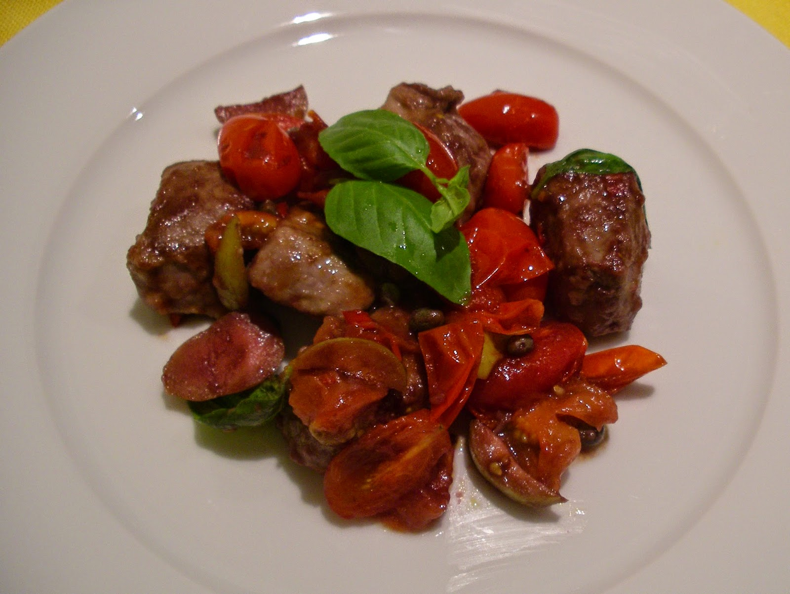 Stir-fried sirloin beef with cherry tomatoes, green olives and capers