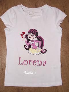 http://anetascamisetas.blogspot.com.es/2014/08/camiseta-pintada-de-draculaura.html
