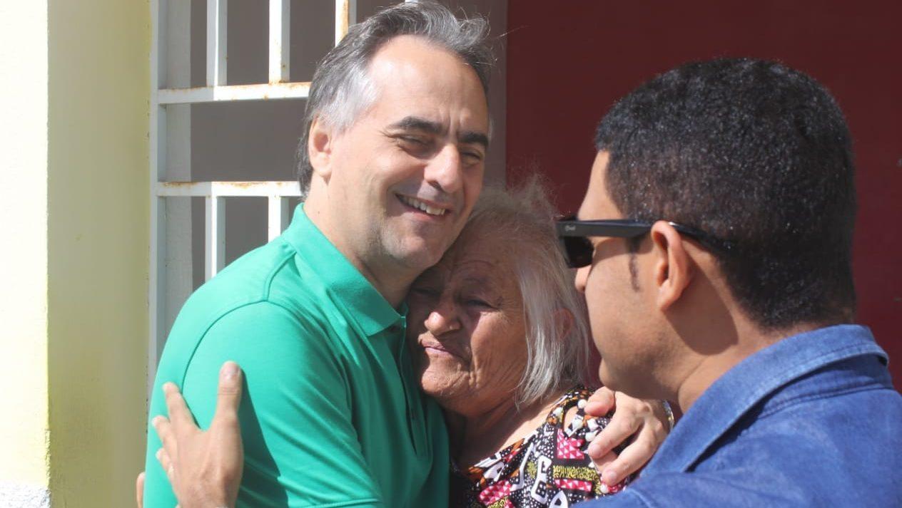 Lucélio visita feira pública e conversa com população em Baraúna