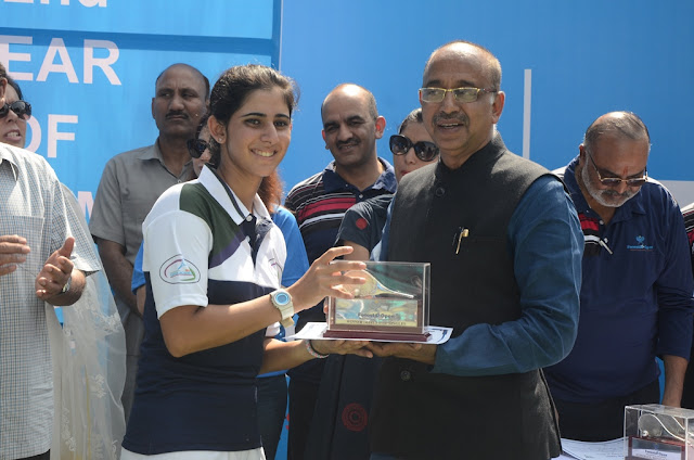 Under 18 Winner Akanksha Bhan with Sports Minister
