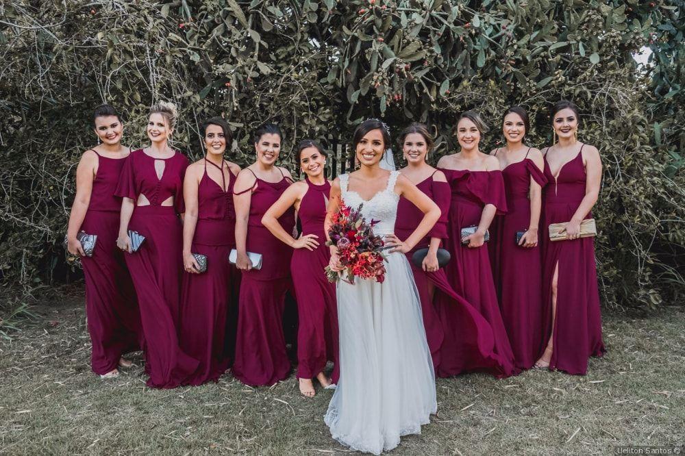 6 Ideias de Vestidos de Madrinha Vinho