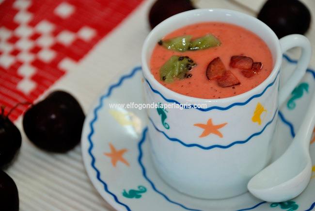Gazpacho de kiwi y cerezas