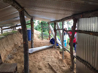Erste Notbehausungen nach dem Erdbeben 2015