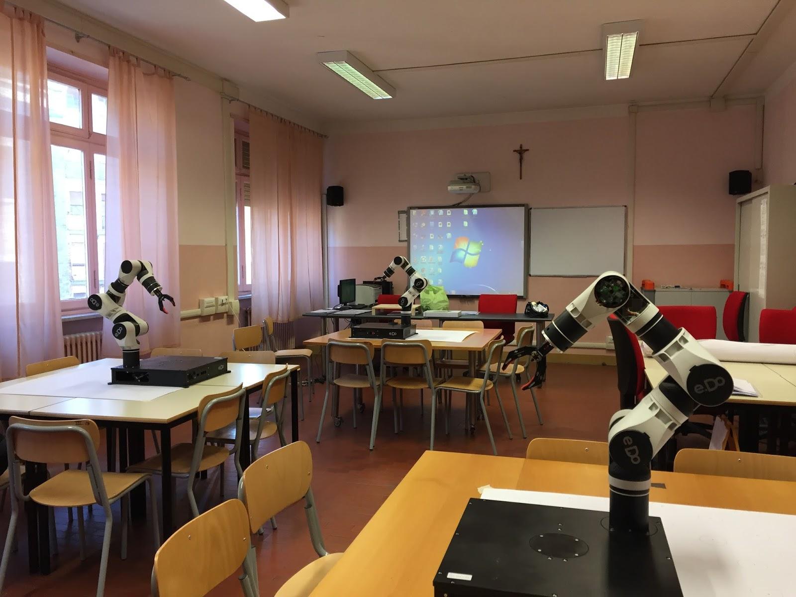 Tavolo Da Lavoro Per Webmaster : Pnsd iis castigliano asti il robot e do per aiutare gli studenti