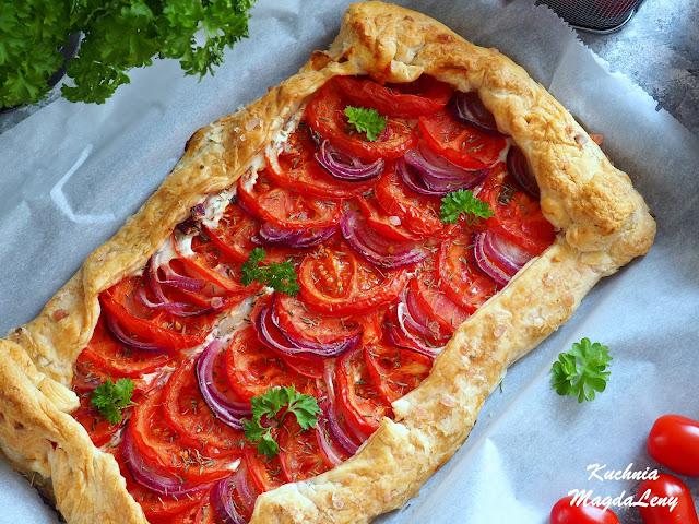 Fit tarta z pomidorami na cieście francuskim