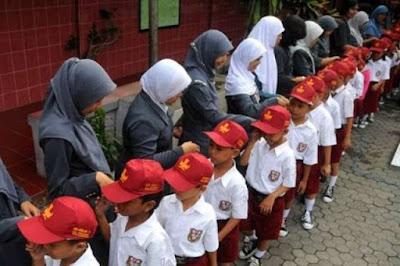 Pendidikan Karakter Harus Melibatkan Keluarga Pendidikan Karakter Harus Melibatkan Keluarga
