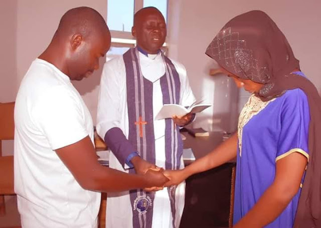 Couples weds in casual outfits in Gombe
