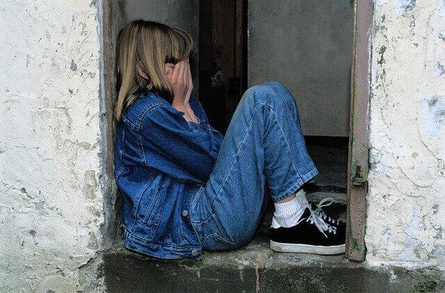 niña llorando con estrés