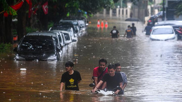 Hujan Lebat Sebabkan 23 Kecamatan di Jakarta Terendam Banjir