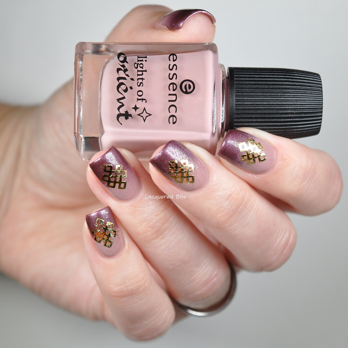 Essence - Lights Of Orient - Nail Art