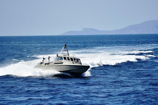 «Παρθενική» εμφάνιση των νέων σκαφών βατραχανθρώπων στην επιθεώρηση του Στόλου