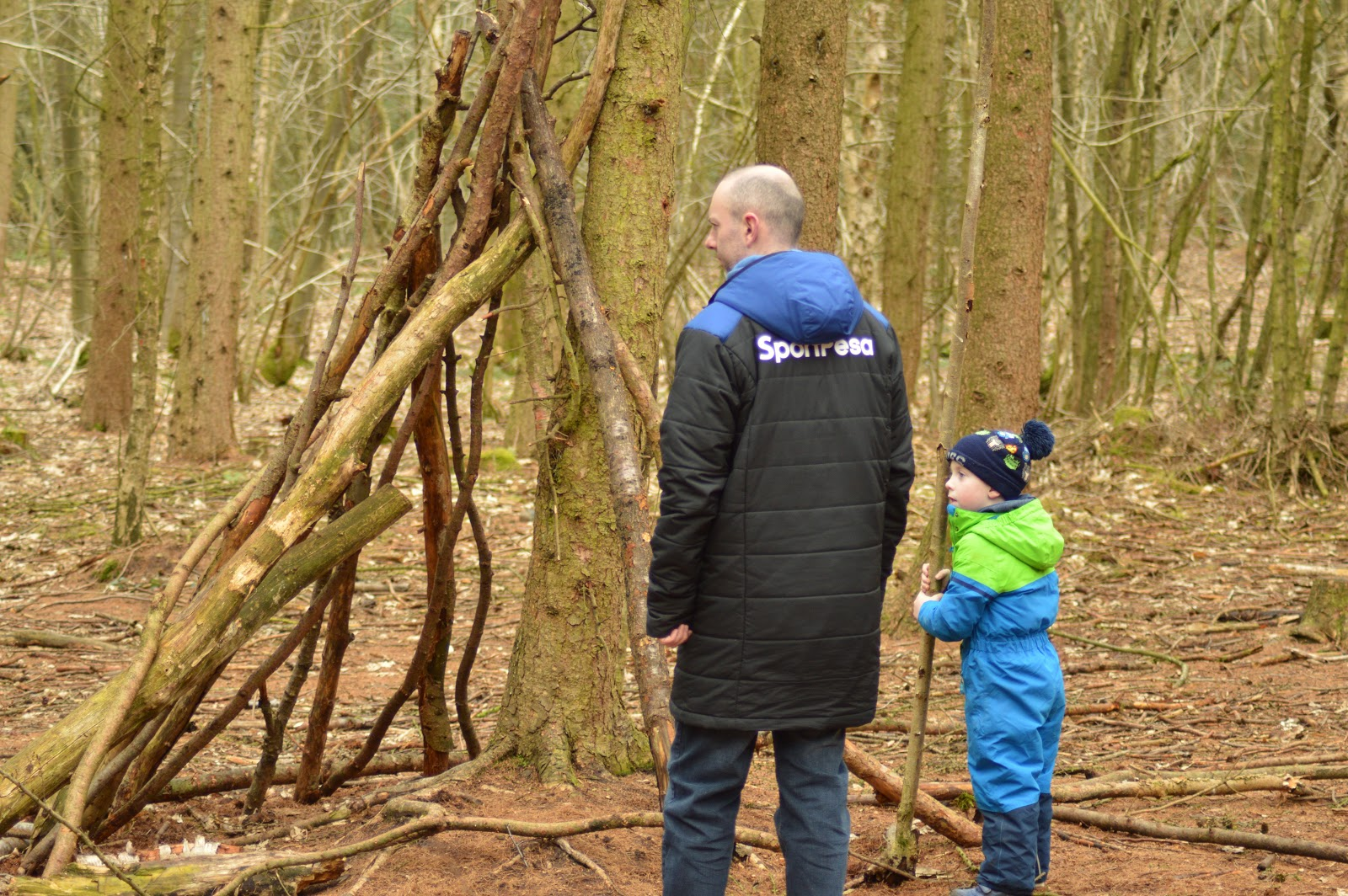 A dad and son den building at Delamere Forest