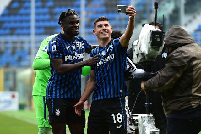 Ruslan Malinovskiy takes ma selfie after hig goal against Juventus
