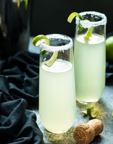 MEXICAN 75 – A TEQUILA AND CHAMPAGNE COCKTAIL #drink #cocktail #mexican #sangria #easy