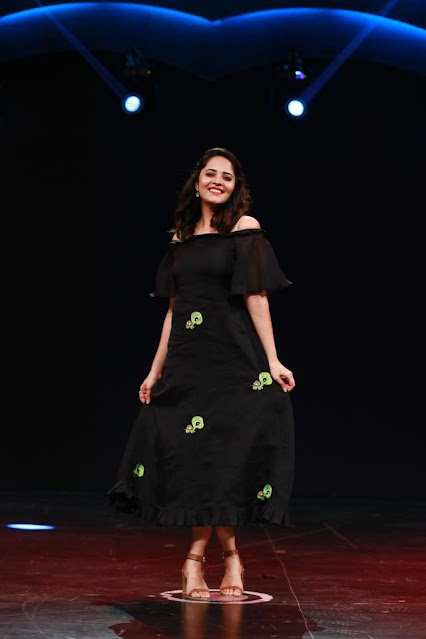 Actress Anasuya Bharadwaj Trendy Photos Navel Queens