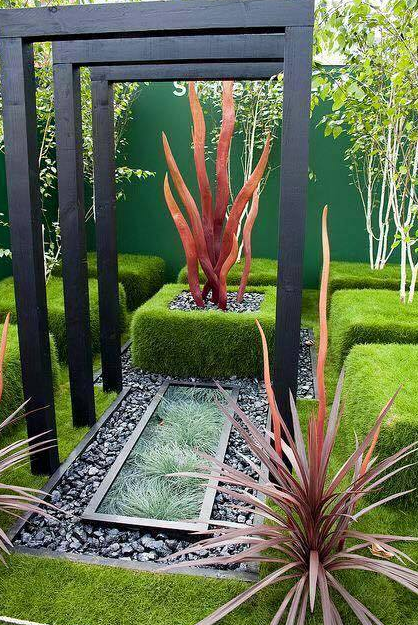 VIBRANT SMALL GARDEN TO INSPIRE YOU