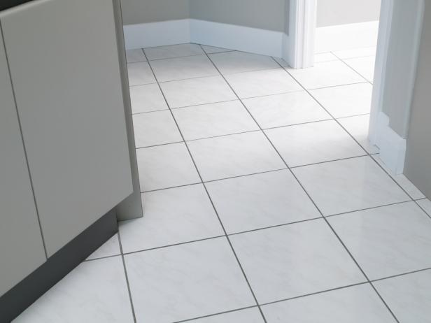 cara membersihkan noda semen pada lantai