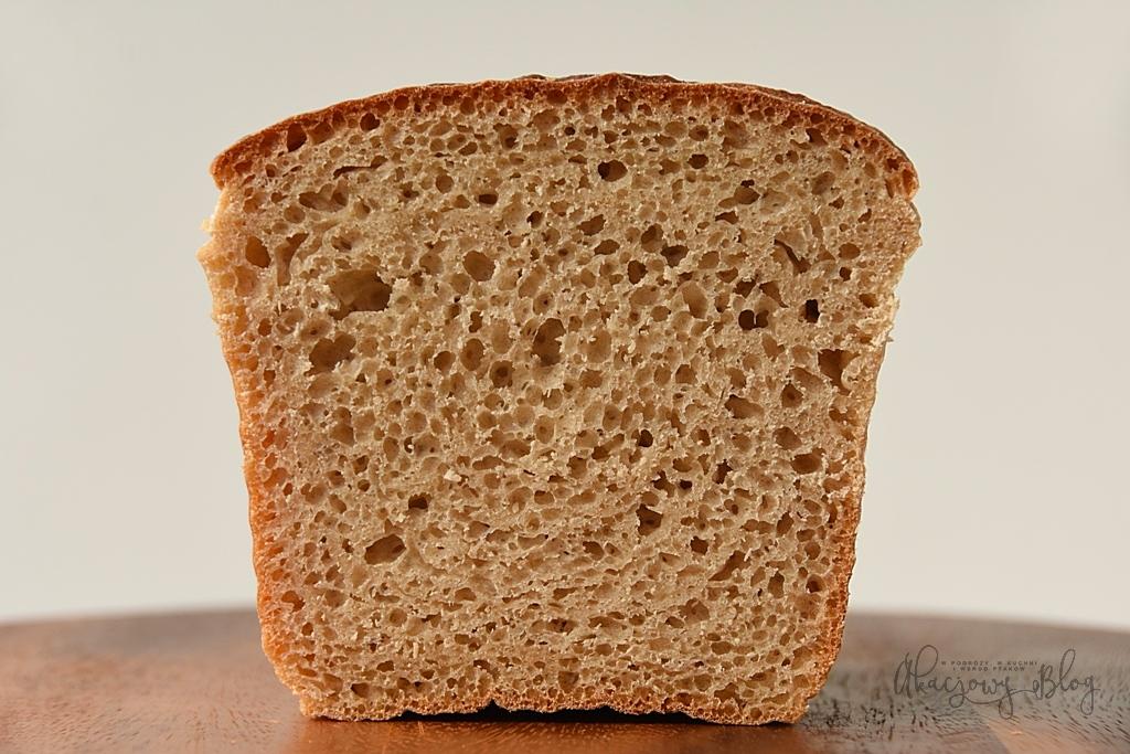 Chleb pszenno-orkiszowy na pszennym zakwasie.