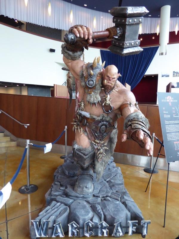 Orgrim Doomhammer Warcraft cinema statue