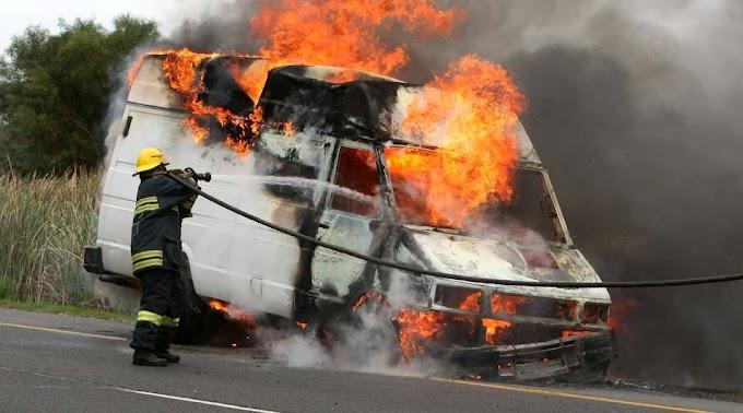 Kigyulladt egy kisteherautó Jászszentlászlón