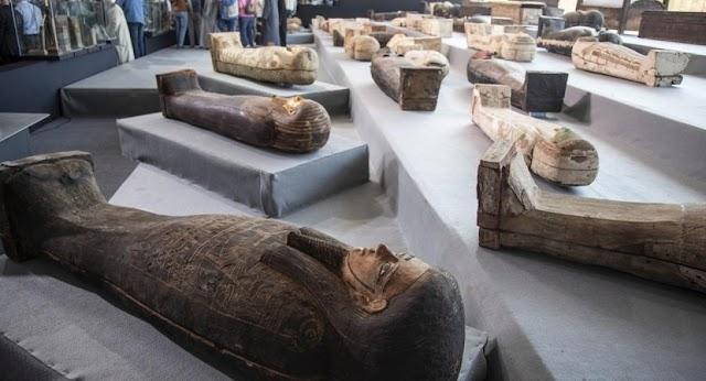 Απίστευτη ανακάλυψη: Βρέθηκαν 100 άθικτες σαρκοφάγοι στη Νεκρόπολη της Σακκάρα