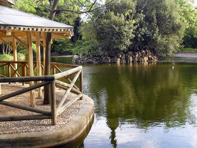 lago en el parque del capricho madrid