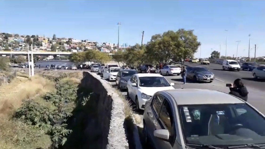 Hombres armados intentan rescatar a detenido y se desata balacera en Querétaro